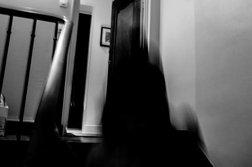 L'invité du deuxième étage (collection Blackmood-confusion) Tirage 60 X 40 cm, 60 x80 cadre noir, Patrick Raymond