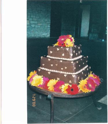 gerber daisy grooms cake.jpg