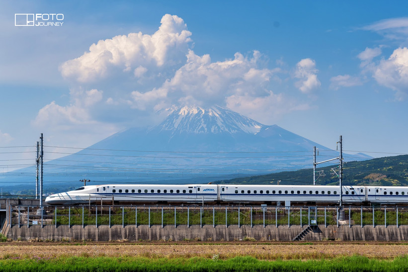 Mount Fuji and Shinkansen2_2000x1333.jpg