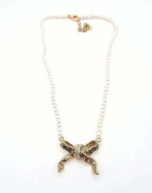 Pearl necklace with bow