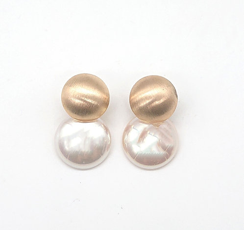 Button earrings with detectable dangling