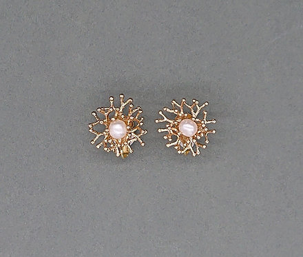 Classic clipons with freshwater pearls