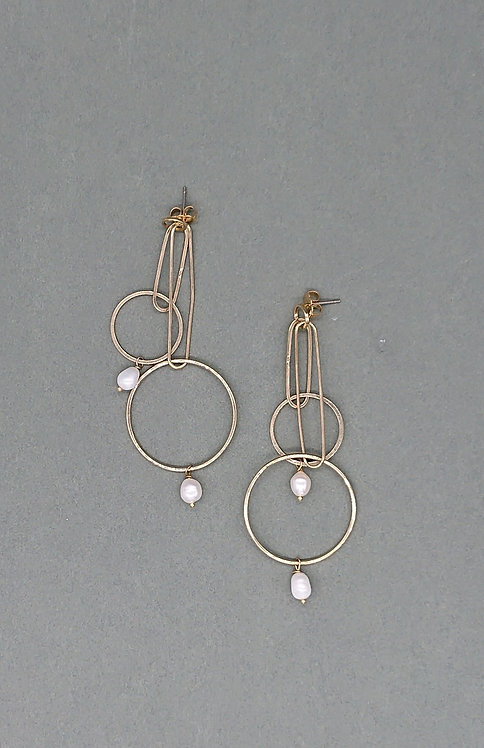 Geometric dangling earrings with freshwater pearls