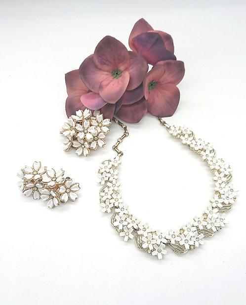 Lisner floral choker