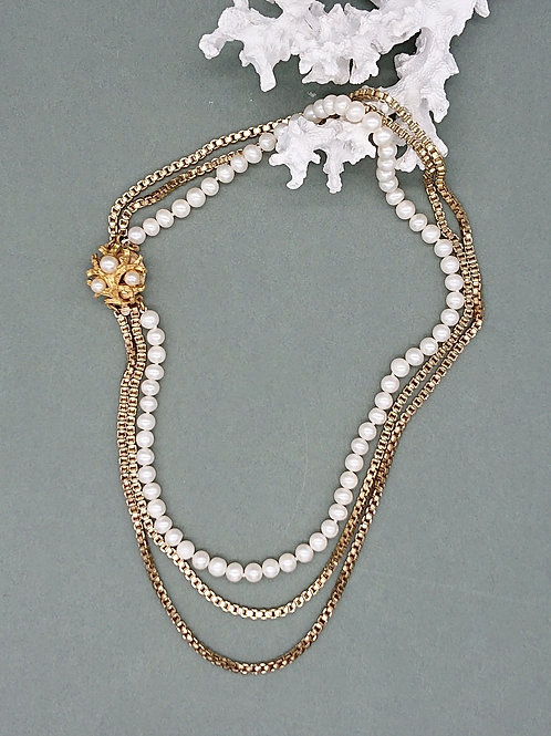 Freshwater pearl necklace with vintage clasp