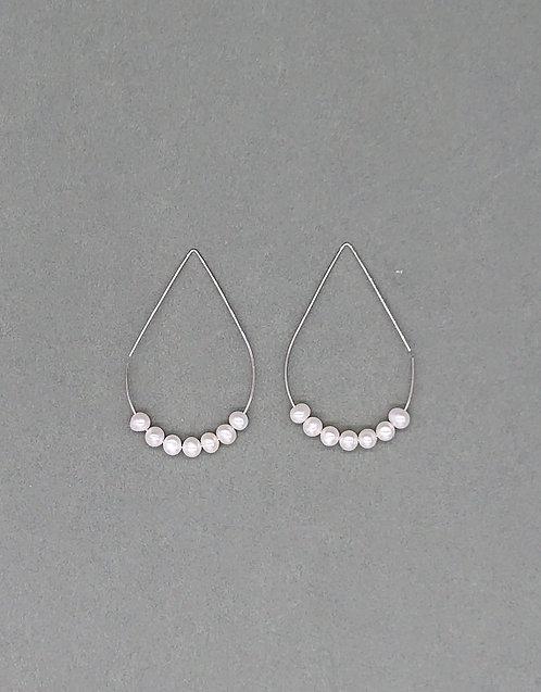 Geometric loop earrings with freshwater pearls