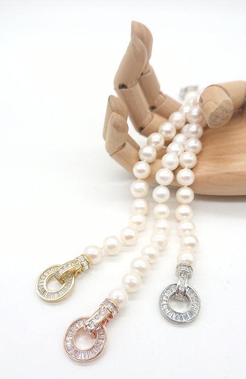Pearl bracelet with rhinestone clasp