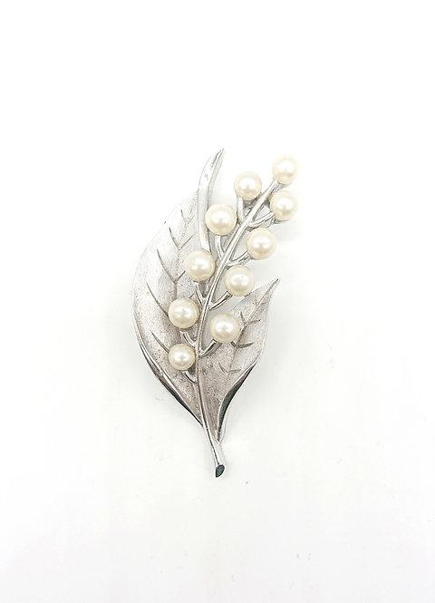Classic Trifari pearl brooch