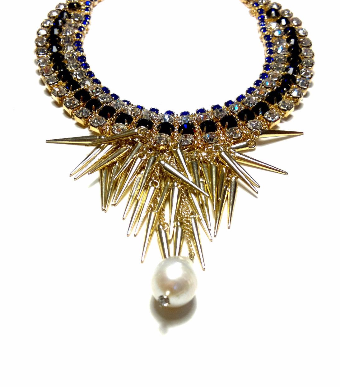 Rhinestone choker with pearl