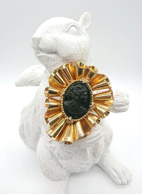 Unsigned fur clip