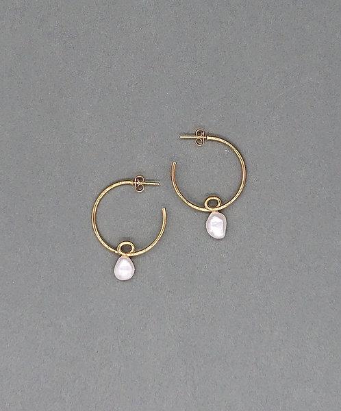 Loop earrings with freshwater pearls