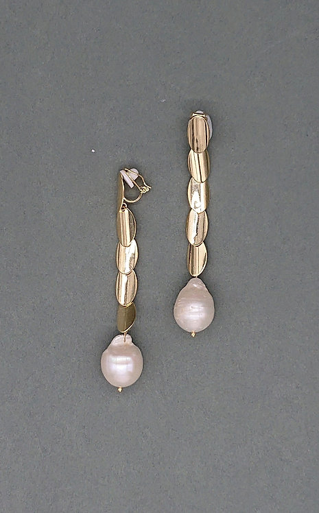 Modern clipons with freshwater pearls