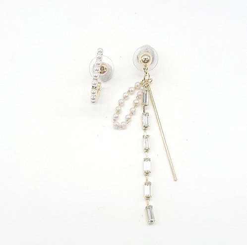 Asymmetric dangling earrings
