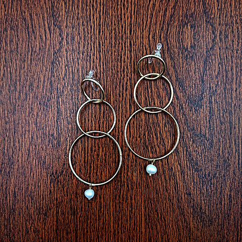 Clip earrings with pearl