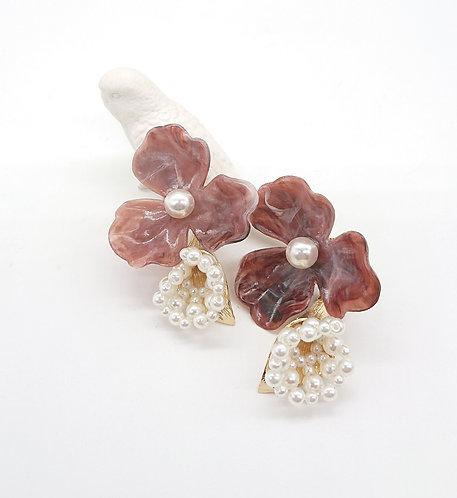 Flowery pearl earrings
