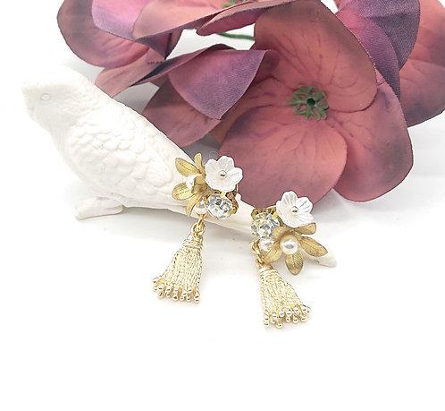 Cute floral dangling earrings