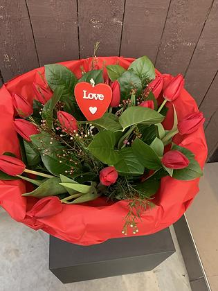 Valentijnboeket met tulpen