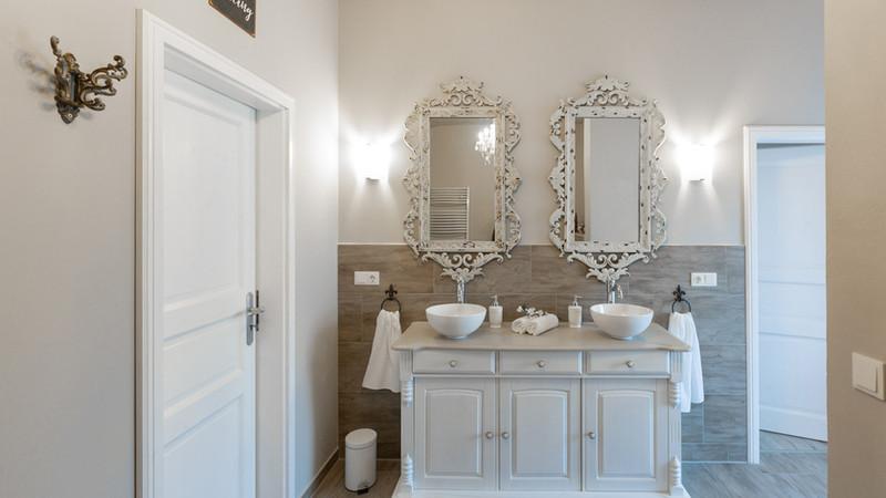 Es erwartet Sie ein exklusives Bad im French Style