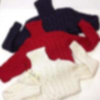 Белый шерстяной мужской свитер с аранскими узорами и высоким горлом спицами