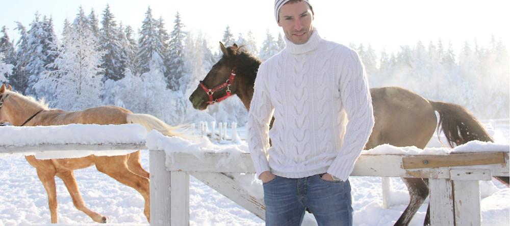 Купить мужской белый шерстяной свитер с горлом в СПб