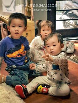 3 babies, PUERTA.