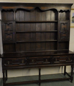 1900 dresser