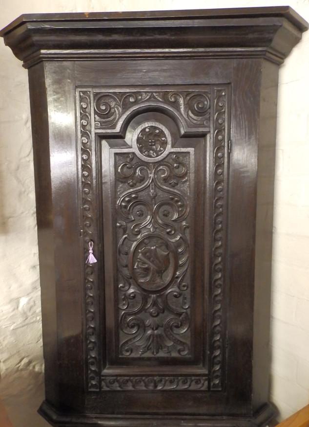 Georgian corner/cupboard