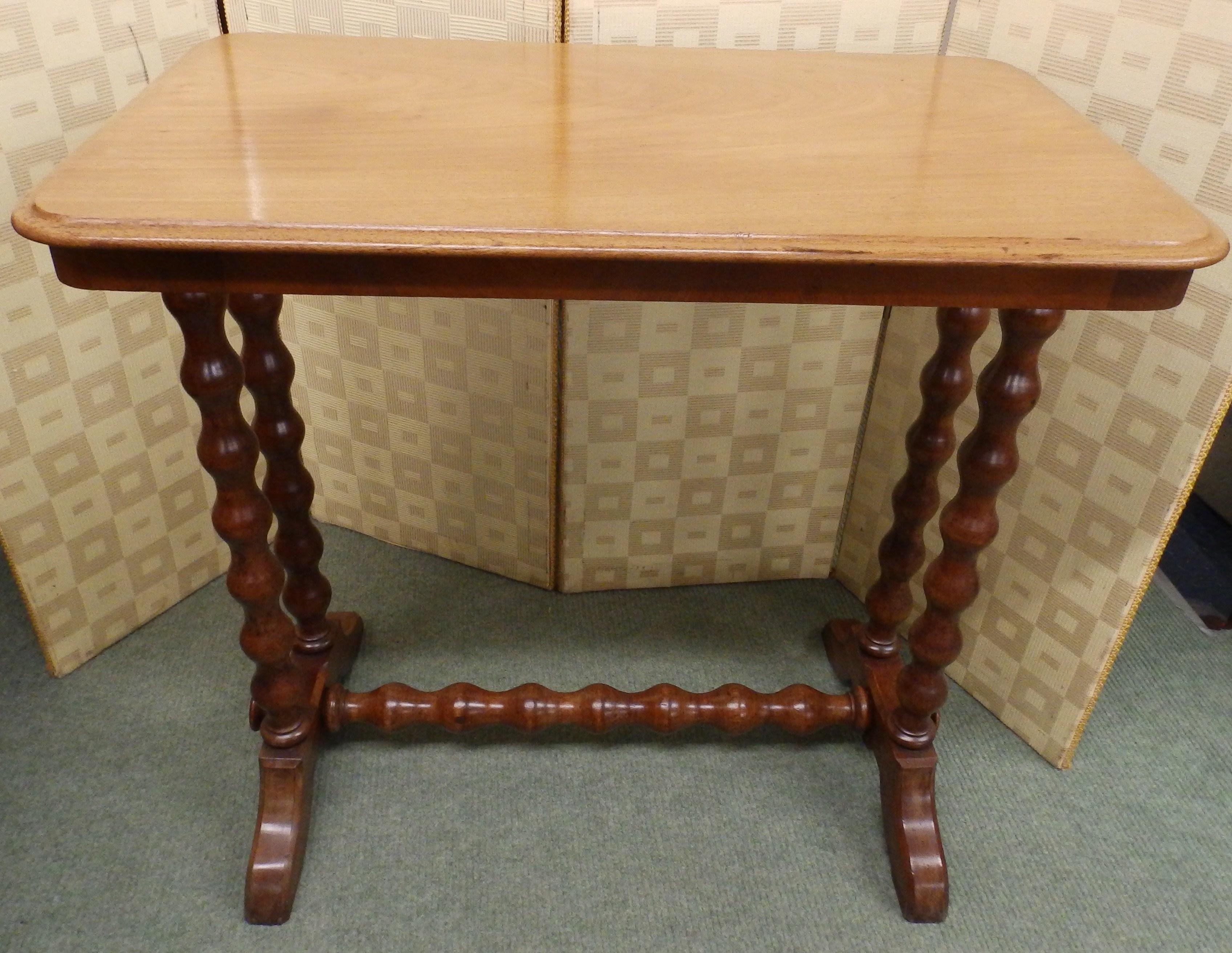 NO-532-Victorian table