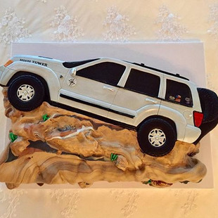 Personalized Jeep cake for the groom #je