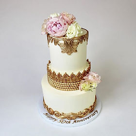 Buttercream frosted beauty with gold fon