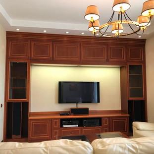 Встроенная стенка в гостиной
