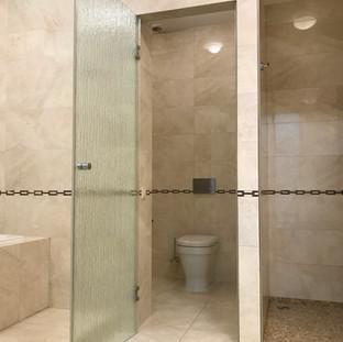 Велика хазяйська ванна кімната