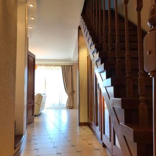 Вид на вітальню з терасою
