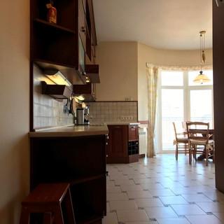 Вхід в кухню вельми широкий