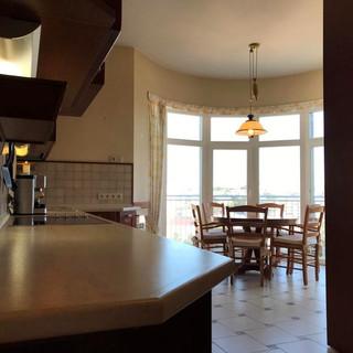 Довжина робочої поверх кухні - 4м