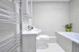 現代のホワイトバスルーム