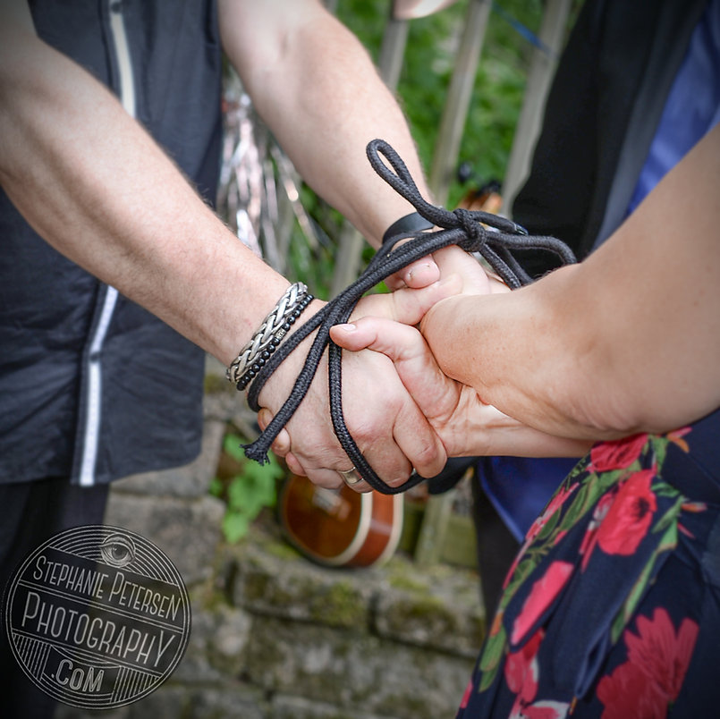 Handfasting Tie the Knot!