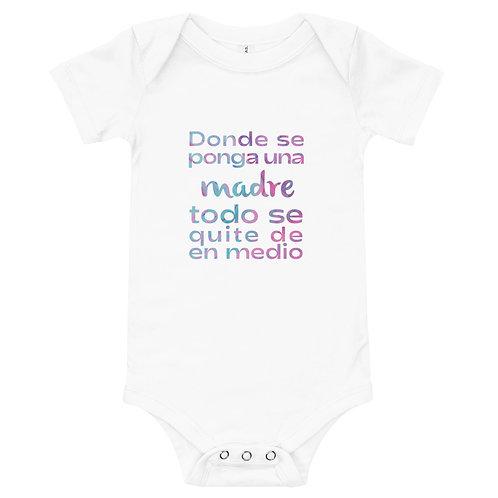 Body bebé 'Donde se ponga una madre todo se quite de en medio'