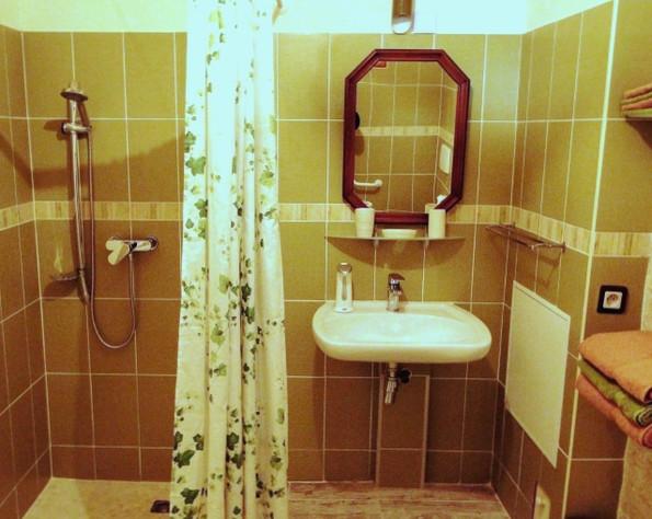 La douche à l'italienne avec la vasque