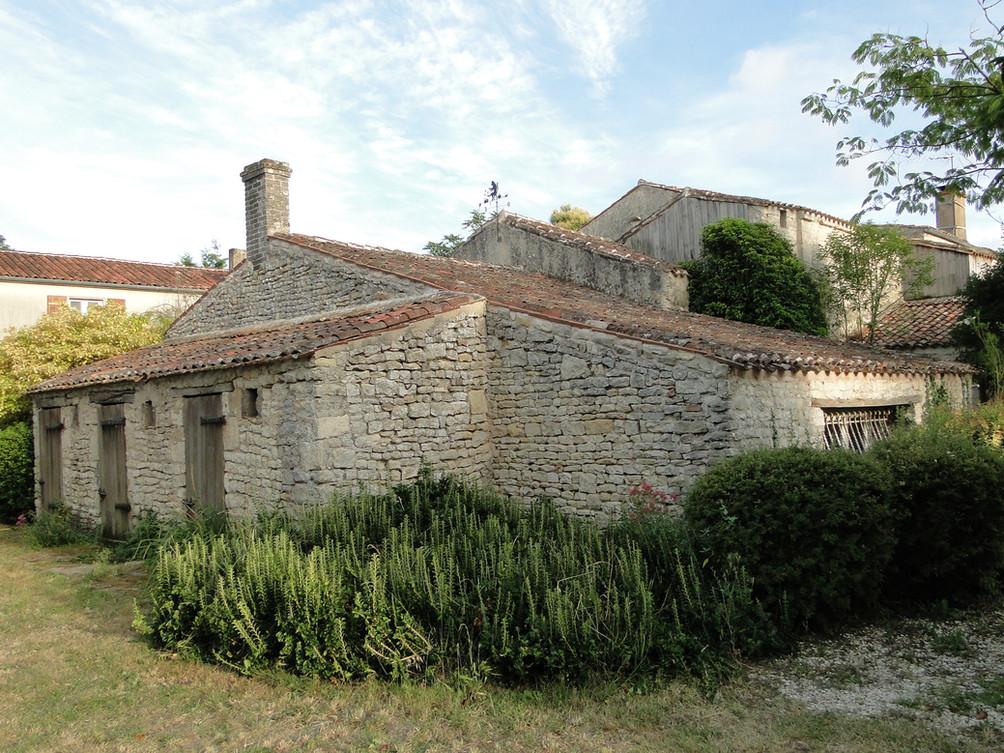 Les différents bâtiments de pierre