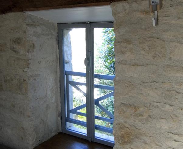 L'épaisseur des murs de pierre
