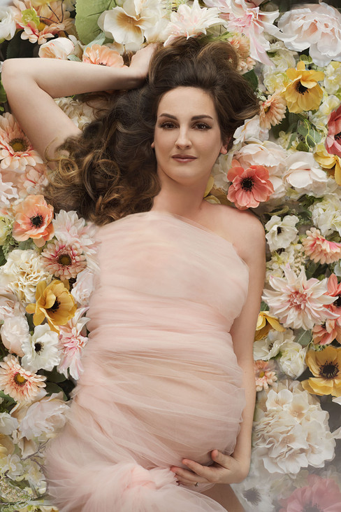 Maternity photos with flowers