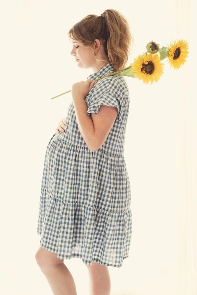 Maternity-sunflower-photo.jpg