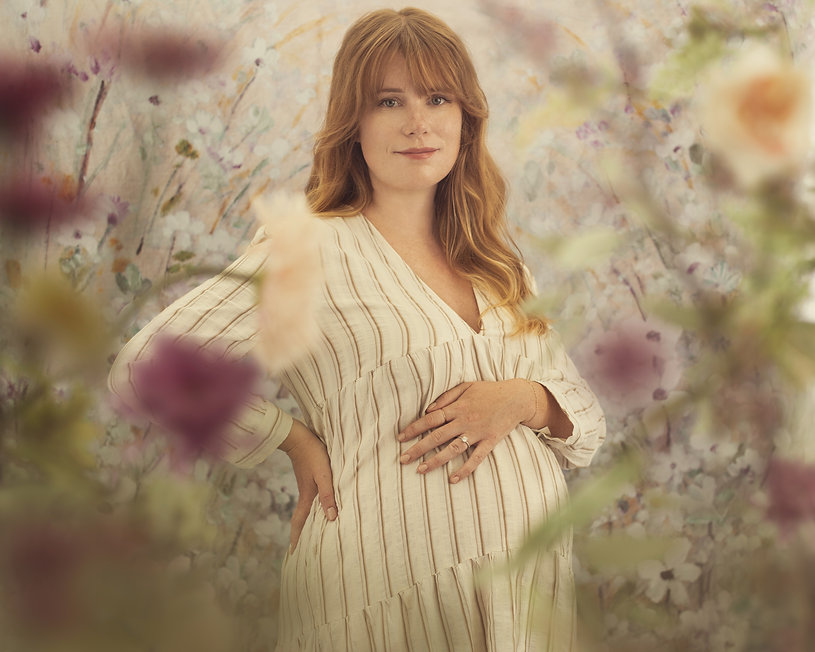 Maternity photo with flowers.jpg