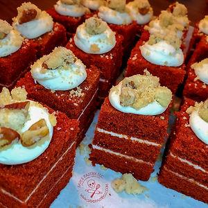 red velvet petite cakes2.jpg