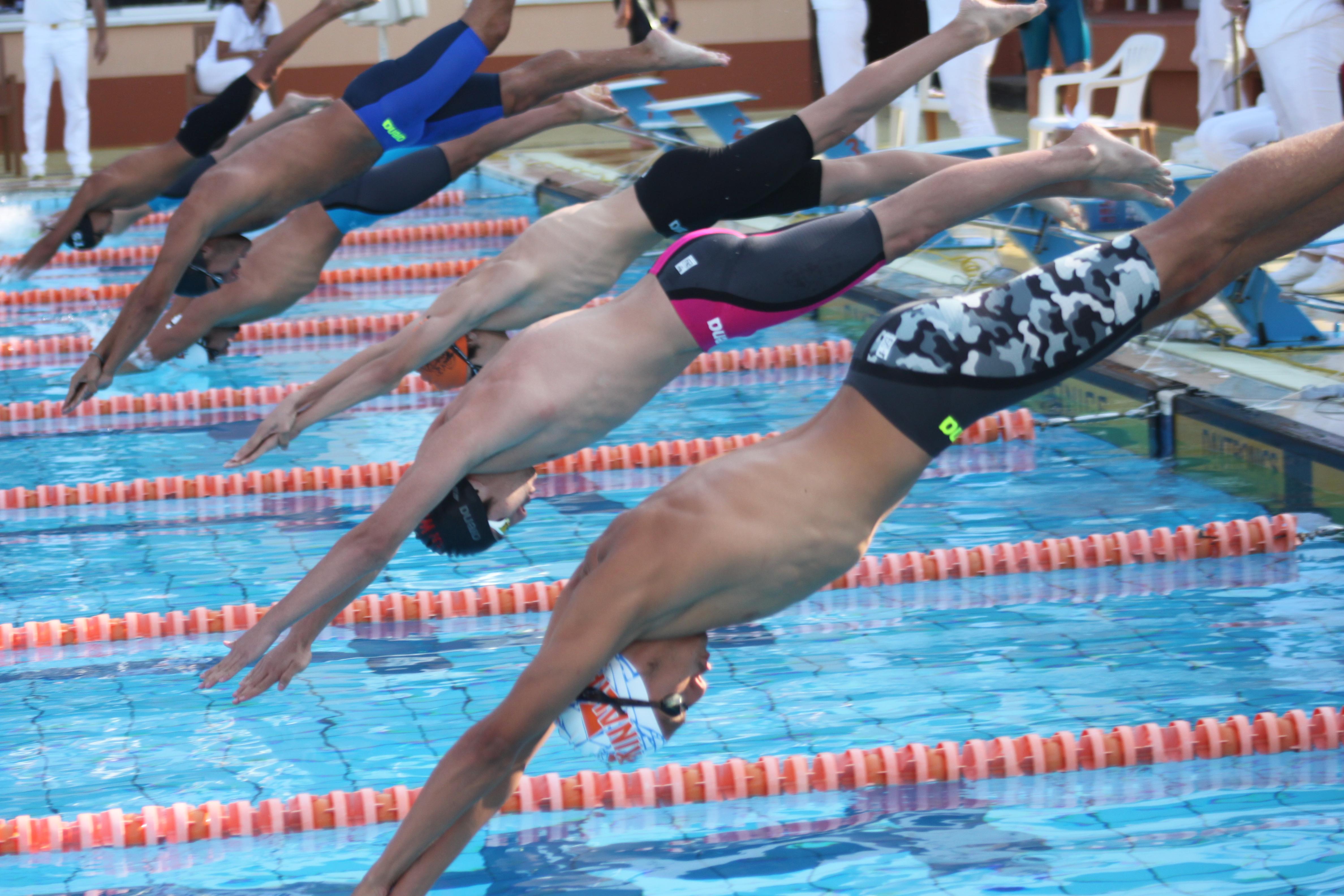 Kınalıada Yüzücü
