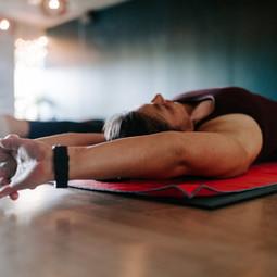 13 fordeler med yoga understøttet av forskning