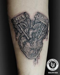 best-tattoo-artist-la-nina-tattoo-custom-heart-biker-tattoo-gujarat-india-black-poision-1920-aliens-