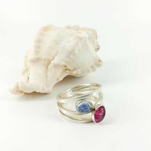 Art ring with gemstones