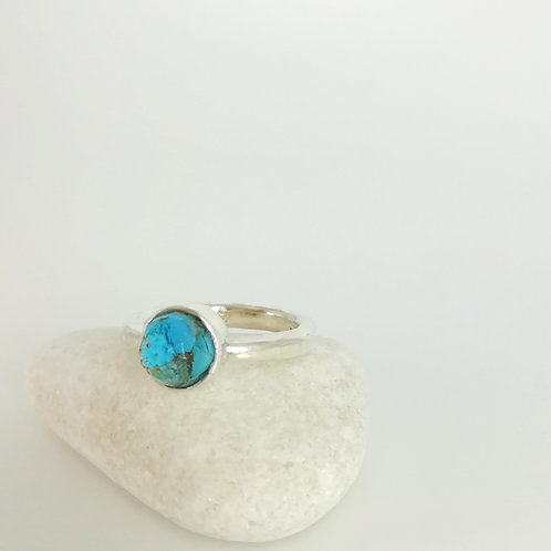 Silver ring with gemstone doublet